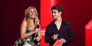 The he's all that costars locked lips sunday night while presenting onstage at the 2021 mtv movie & tv awards, teasing fans with chemistry. Gcivw8jng59uam