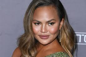 Short layered hair is extremely popular right now, but there are some secrets that can turn a good haircut into a real bomb. Chrissy Teigen Shares Photos Of Her Lob Haircut