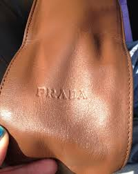 picture of how to dye a leather purse