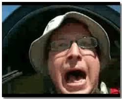 Las fotos tienen que tener su gracia, por poner un ejemplo esta es de Tomy Lorsch bajando en picado en un planeador : - tomy