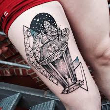 Damit in allen bauten gleich bleibend sichere treppen verwendet werden, wurde ihre herstellung in der din 18065 fest geschrieben. 1001 Ideen Und Bilder Zum Thema Geometrische Tattoos