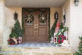 front porch christmas decor, christmas decorations, curb appeal, porches,  seasonal holiday decor