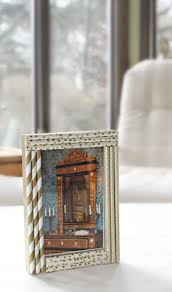 learn how to decorate and personalize your own photo frame with this super easy straw frame