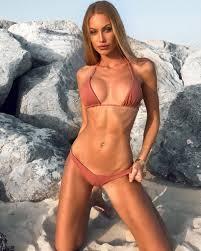 Taylor Mega Nude