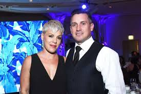 Carey Hart Birth Chart Pinks Husband Carey Hart Gives Her This Gift Instead Of