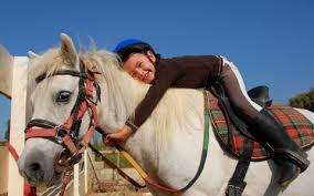 Resultado de imagem para pessoa em cima do cavalo