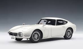 Amazon.com: Toyota 2000 GT Upgraded White 1:18 Autoart: Toys & Games