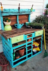 reclaimed pallet potting bench