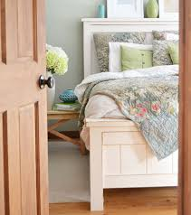 Farmhouse Bed - Queen Sized   Ana White
