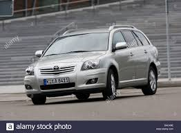 Toyota Avensis Combi 2.0 D-4D Executive, model year 2006-, silver ...