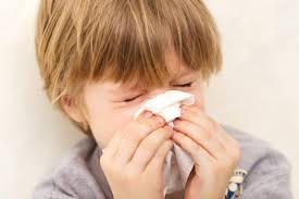 في فصل الشتاء.. كيف تقي طفلك من نزلات البرد؟
