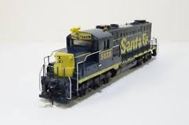 Mantua/Tyco Santa Fe GP-20 Diesel Locomotive #5628 HO Scale Train ...