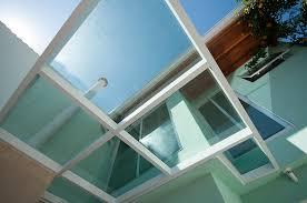 Coberturas translúcidas são ótimas soluções para embelezar os espaços, contribuindo para a criação de ambientes diferenciados. Cobertura De Vidro Ajuda Na Ampliacao De Areas Externas Revista Vidro Impresso