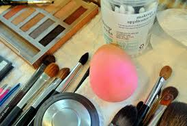 it is called the beauty blender sponge it s one of daisy s makeup kit staples edgeless and reusable it s a big favorite beautyblender