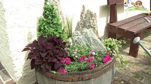 Blumenk Bel Trog Bepflanzen Mit Geh Lzen Sommerblumen