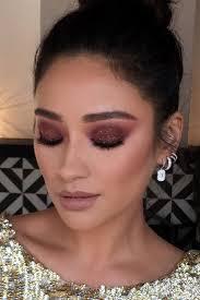 how gigi hadid s makeup artist makes her look flawless for selfies