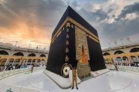مصور «جماليات المسجد الحرام» يروي قصته مع باب الكعبة المشرفة