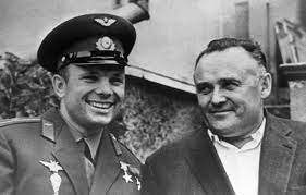 Sixty years ago, cosmonaut yuri gagarin became the first man to fly into space. Yuri Gagarin Biography Space First Flight Height Photo Cause Of Death