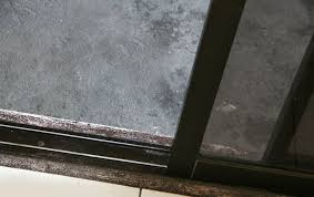 5 steps to clean sliding glass doors and their tracks