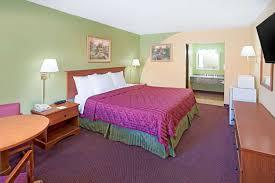 room days inn suites terre haute