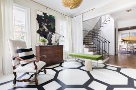 Black home decor Maroon alyssarosenheck2016 For Elle Decor With Jason Arnold Interiors Alyssa Rosenheck Photography Sophisticated Black And White Home Tour With Elle Decor Alyssa