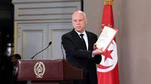 """الرئيس التونسي للمطالبين بإعلان """"خارطة طريق"""": اذهبوا إلى كتب الجغرافيا"""