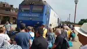 VIDEO. 500 de bilete vândute de CFR, la un tren cu un singur vagon. Oamenii nu au lăsat garnitura să plece