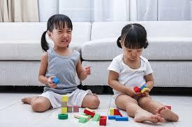 10 dấu hiệu nhận biết trẻ bị tự kỷ và cách trị liệu đơn giản cho bố mẹ