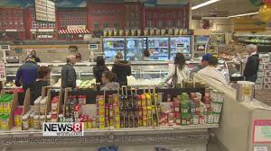 Christmas Eve is a busy day for grocery stores - YouTube