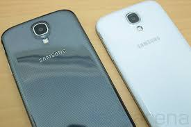 samsung galaxy s4 phone black. samsung-galaxy-s4-white-vs-black-12 samsung galaxy s4 phone black
