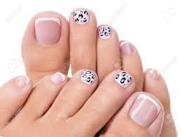 フランス語の美しい女性の美しい足の爪マニキュアアート デザイン