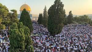 آلاف المصلين يؤدون صلاة عيد الأضحى في المسجد الأقصى