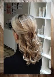 Half Opgestoken Blond Lang Haar Met Platina High Lights Lang Haar