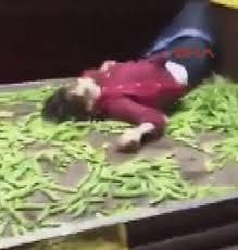 Seyyar satıcı kadın ile zabıta arasında yaşanan arbede