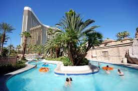 cool swimming pools. Perfect Swimming Mandalay Bay Las Vegas USA One Of The Worldu0027s Coolest Swimming Pools  To Cool Swimming Pools D