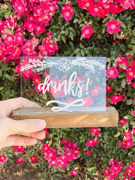 How To Diy Wedding Party Signs With This Secret Design Roses Welcome Sign Weddings Sarah Types Decor Most Delightful Way Budget Sarahtypes Hand Lettered Wp