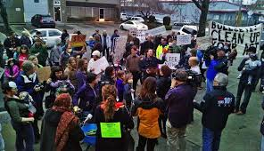 courtesy koin 6 news this 2016 protest by neighbors of bullseye glass may include