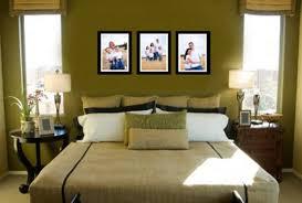 Idee Dipingere Mansarda : Camera da letto in mansarda bassa semplice doppia finestra modello