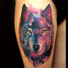 фото татуировки волка в стиле акварель на бедре девушки фото