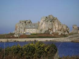 plougrescant la maison entre deux rochers