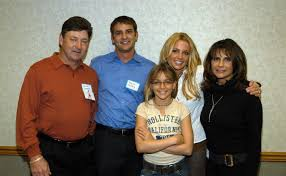 Britney and her dad are barely on speaking terms. Where Is Britney Spears Mom She Isn T As Involved As Her Dad