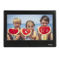 experience the best moments of your life as if they were happening right now with this digital photo frame that offers clear high definition resolution