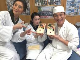 とと姉ちゃん秋野暢子ピエール瀧川栄李奈と3ショット 森田屋の弁当
