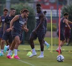 Son dakika spor haberi: Trabzonspor'da Ekuban takıma katıldı (TS spor  haberi) - Fotomaç