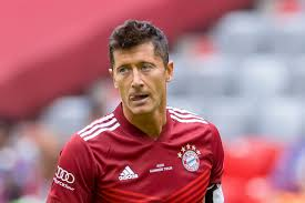 Robert lewandowski is a polish professional footballer who plays as a striker for bundesliga club bayern munich and is the captain of the po. Report Bayern Munich S Robert Lewandowski Could Be Losing A Suitor As Manchester City Is Focused On Tottenham Hotspur S Harry Kane Bavarian Football Works