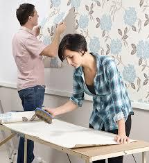 Alçıpan levhalarla kaplı duvarlarda, dokuma olmayan, vinil, tekstil veya düz kağıt gibi her türlü yapıştırıcı astar kuruyuncaya kadar, tüm eklemleri sıkıştırın. Boya Uzerine Duvar Kagidi Olur Mu
