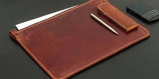 Что подарить научному руководителю обзор памятных женских или  Папка для бумаг ручка и телефон