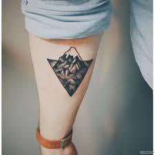 горы в треугольнике тату на предплечье у парня добавлено иван