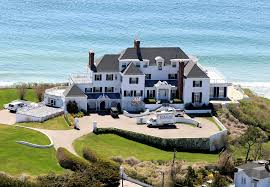 Taylor Swifts Home In Rhode Island Celebrity House Pictures - Bill gates house pics interior