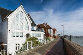 Sun, <b>sea</b> and swift commutes: seaside towns with impressive house ...